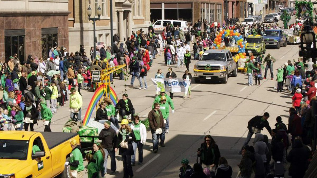 St. Patrick's Day Parade in Cedar Rapids Monday, March 17, 2014. (Jim Slosiarek/Gazette-KCRG-TV9)