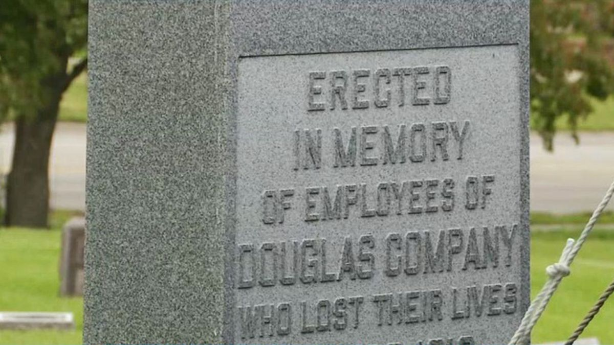 A marker serves as a memorial to victims of the Douglas Starch Works plant explosion on May 22, 1919, which killed 44 people (Lucy Rohden/KCRG)