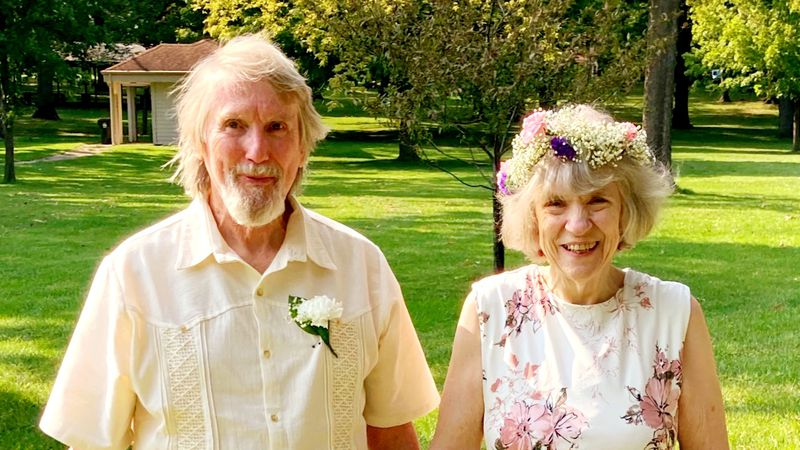 Warren Paris and Jerri MacConnell get married during pandemic after spending quarantine together.