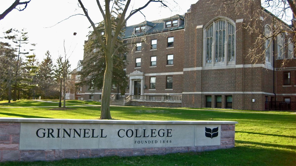 Main Hall at Grinnell College in April 2008.
