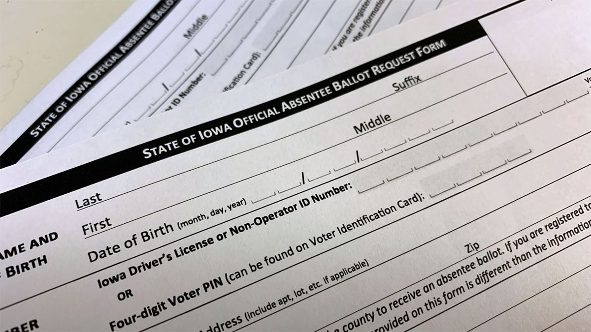 An absentee ballot request form for the state of Iowa.