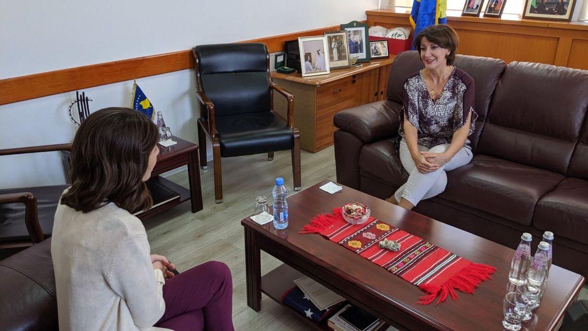 KCRG-TV'9s Allison Wong meets former Kosovo President Antifete Jahjaga. (Charlie Grant/KCRG)