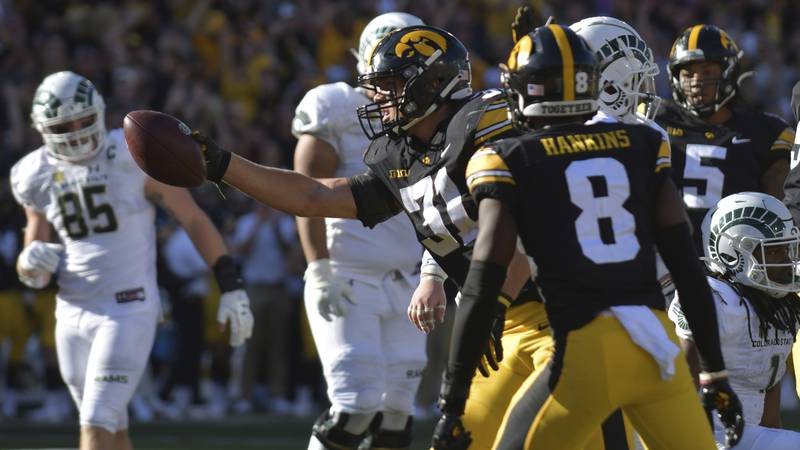 Iowa linebacker Jack Campbell (31) recovers a fumble during the second half of an NCAA college...