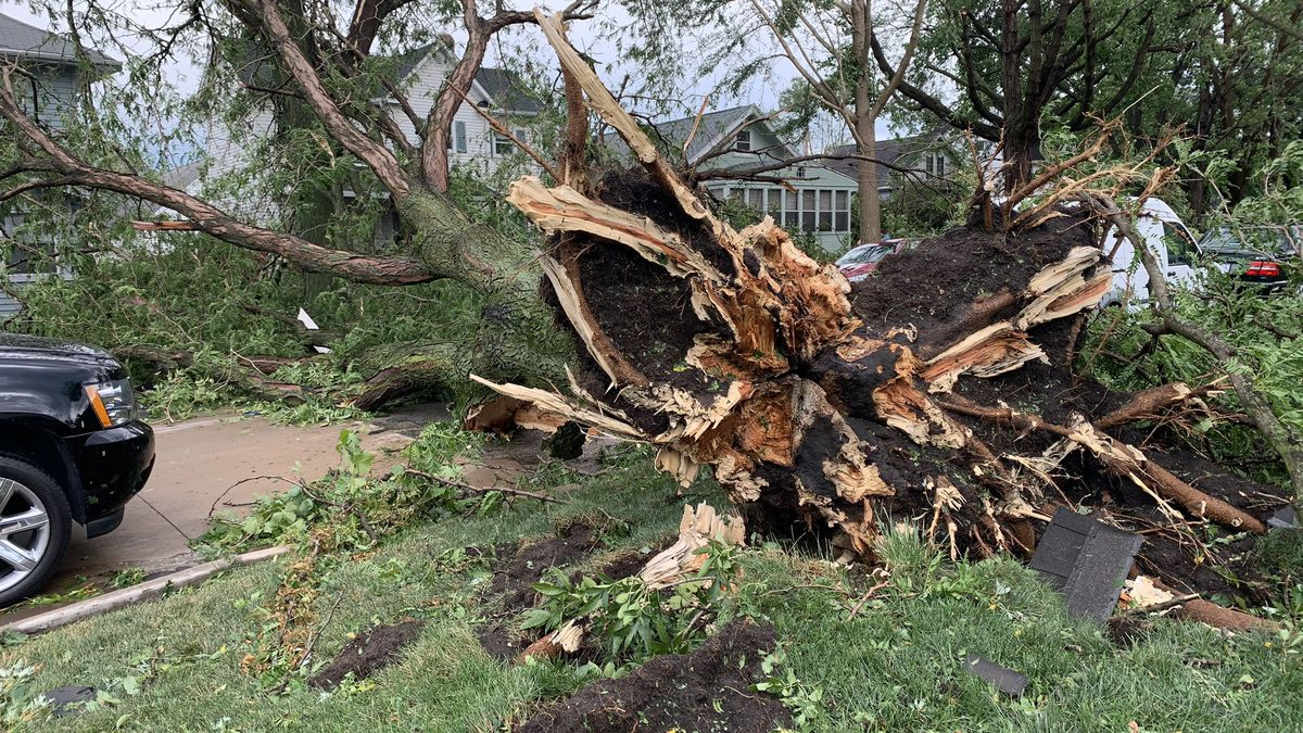 Storm damage reported in Cedar Rapids on Monday, August 10, 2020. (ETHAN STEIN/KCRG)