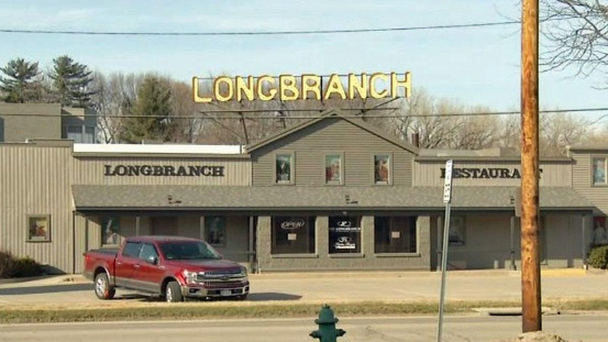 The Longbranch Restaurant and Bar on Tuesday, March 17, 2020 (KCRG)