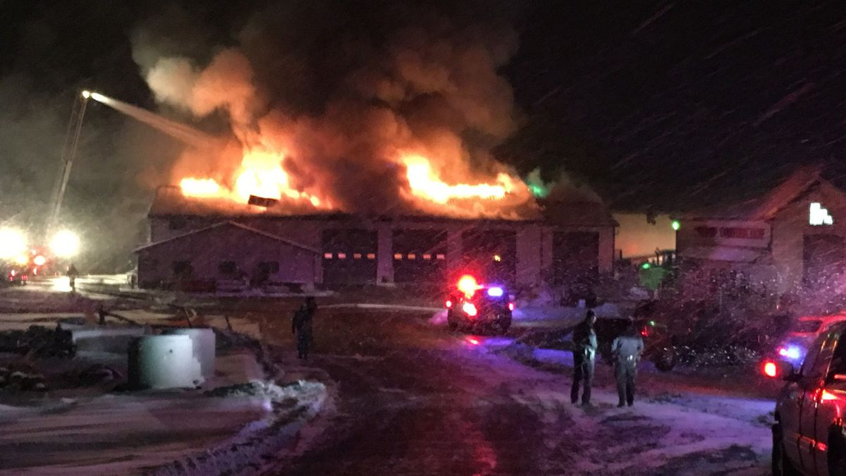 Dubuque firefighters work a business fire at Link Hydraulic early the morning of Thursday, February 8, 2017. (Aaron Scheinblum, KCRG-TV9)