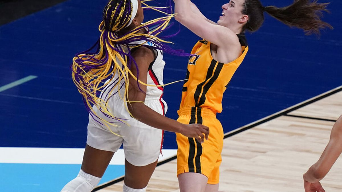 Iowa guard Caitlin Clark (22) drives to the basket against UConn forward Aaliyah Edwards (3)...
