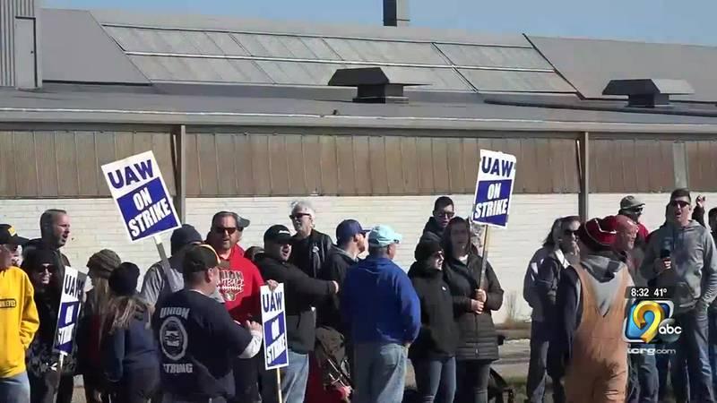 Striking Deere workers, others rally on Saturday in Waterloo