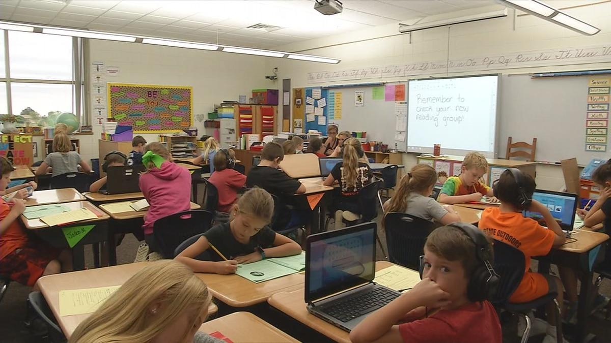 Karla Jokiel's fourth grade classroom at Carver Elementary School in Dubuque on Tuesday, October 3, 2017. (Allison Wong/KCRG-TV9)