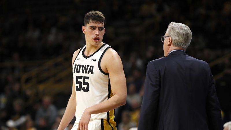 Iowa center Luka Garza, left, talks with head coach Fran McCaffery during an NCAA college...