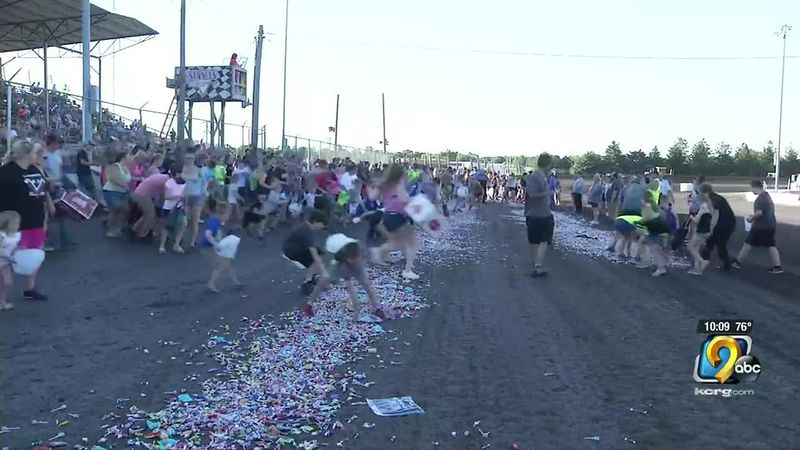 People in Vinton looked for a sweet way to break a world record on Sunday.