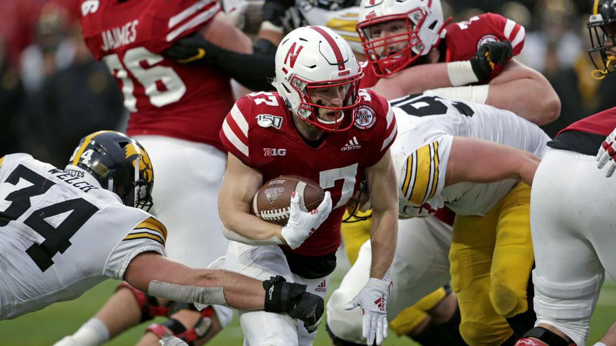On Wednesday, the NCAA gave the green light for offseason workout plans for football. Voluntary workouts began earlier this month. (Source: AP Photo/Nati Harnik)