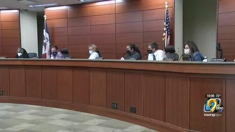 Cedar Rapids Community School Board unanimously approves revised SRO agreement