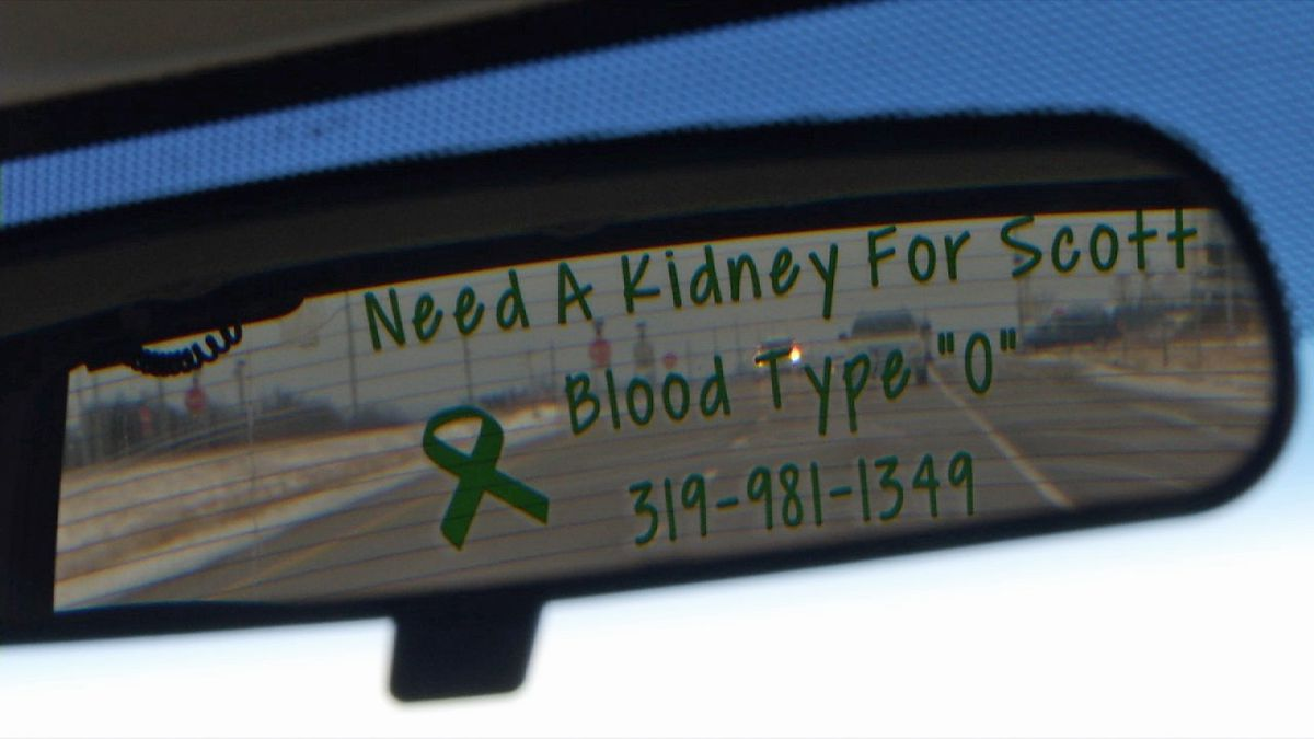 A message in the rear window of Scott Clark's vehicle asked for an organ donor. Photo date: Wednesday, Jan. 15, 2020 (Brian Tabick/KCRG)