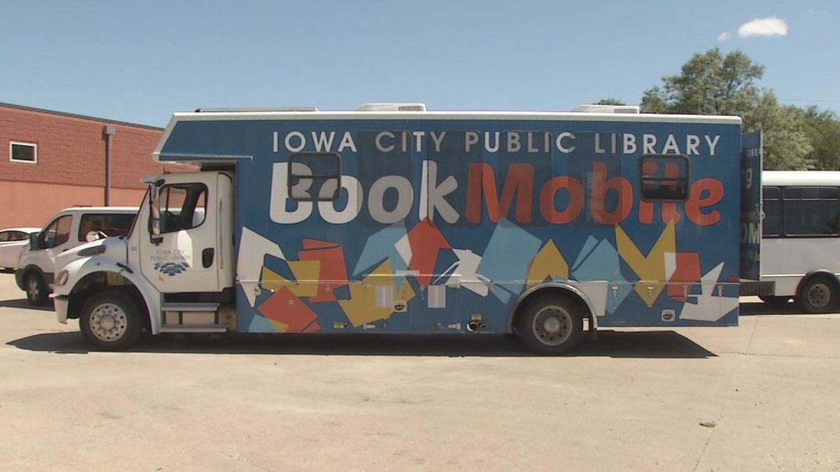 The Iowa City Bookmobile makes its first stop at Faith Academy in Iowa City on Tuesday, August 27th (MARLON HALL/KCRG)