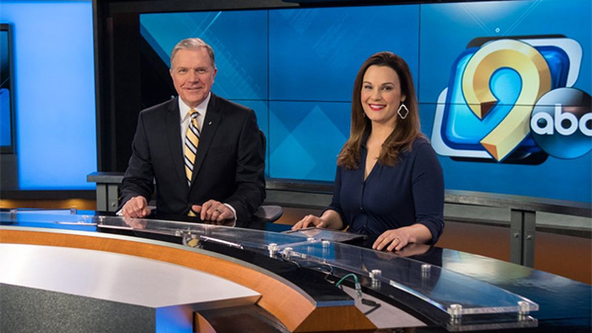 KCRG-TV9's Bruce Aune and Beth Malick at the anchor desk in Studio A at KCRG-TV9 in Cedar Rapids, Iowa, in 2019. (KCRG)