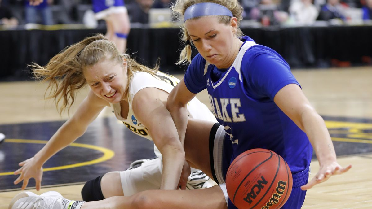 Missouri guard Jordan Chavis, left, fights for a loose ball with Drake guard Brenni Rose during...