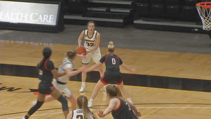 Caitlin Clark scored 35 points in the regular season finale on Saturday.  The Hakweyes defeated...
