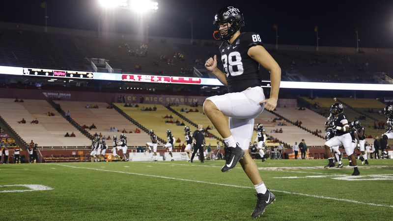 Iowa State tight end Charlie Kolar warms up before of an NCAA college football game against...