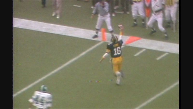 Former Iowa quarterback Chuck Long scores the game-winning touchdown against Michigan State in...