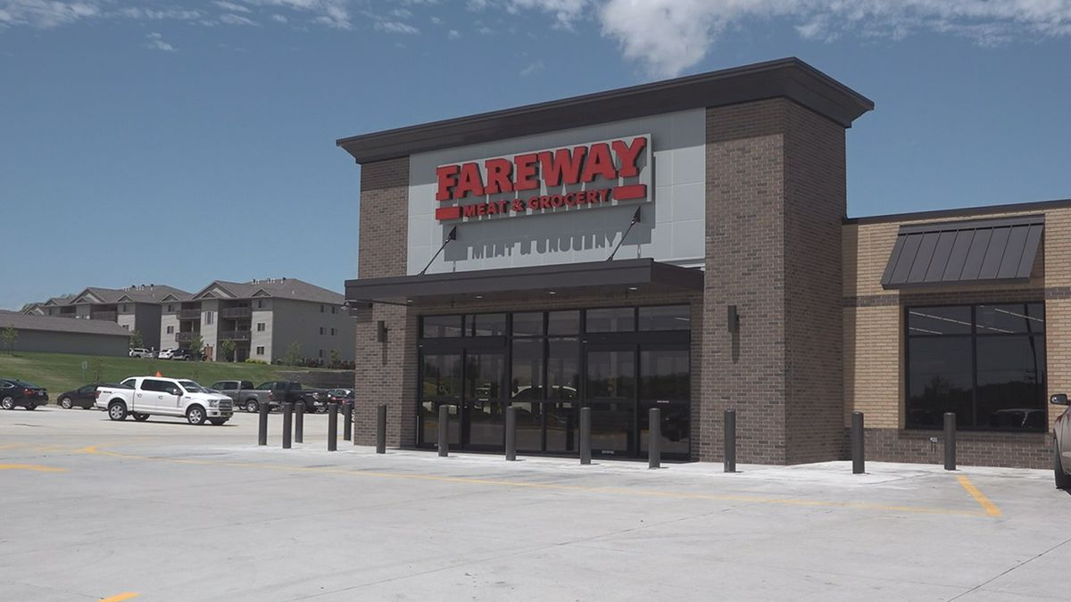 Fareway Meat & Grocery in Tiffin marks the first grocery store open in one of Iowa's fastest growing cities. (Aaron Scheinblum/KCRG)