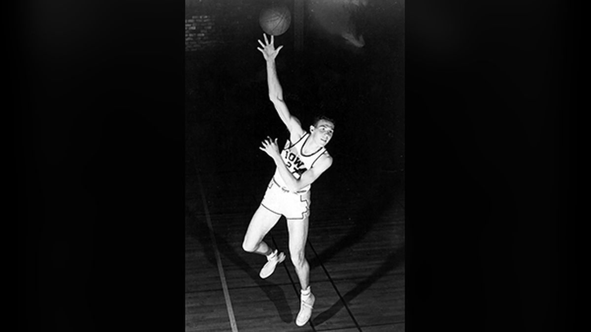 Former University of Iowa All-American Chuck Darling passed away at the age of 91 in Colorado.