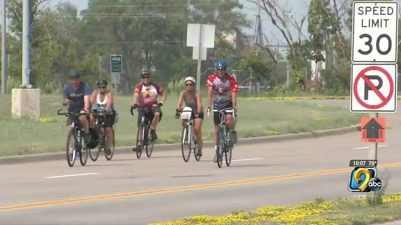 RAGBRAI riders say people along the route helped beat the heat