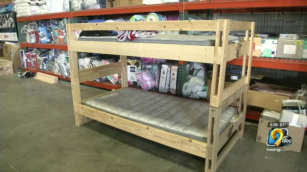 High school students build more than 100 beds for children in Linn County