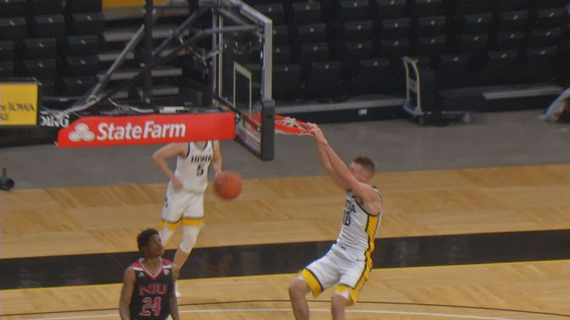 Joe Wieskamp throws down a dunk in Iowa's 106-53 victory over Northern Illinois on Sunday.